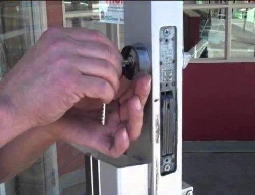 7 τρόποι για να βελτιώσετε την ασφάλεια της μπροστινής σας πόρτας